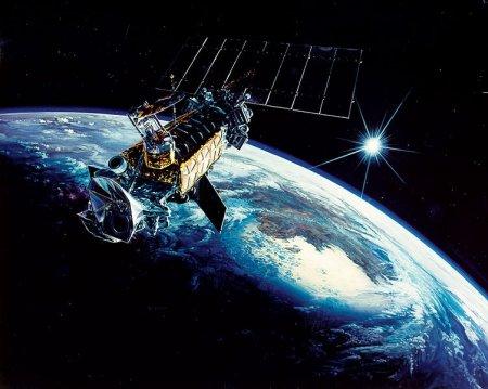 Американский военный спутник по неустановленным причинам взорвался в космосе