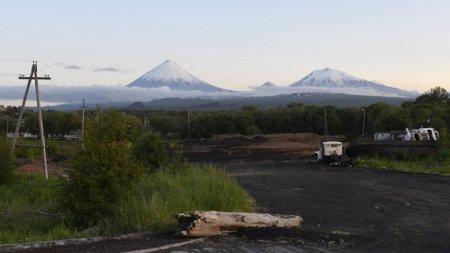 Вулкан Ключевской выбросил столб пепла на пять километров