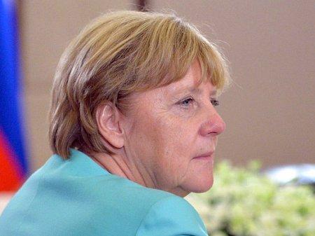 Меркель лидирует по популярности среди кандидатов на пост канцлера ФРГ