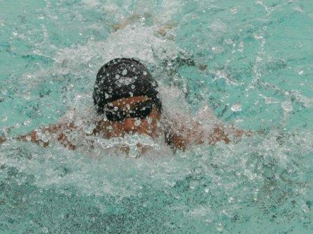 Российский пловец завоевал «золото» ЧЕ на дистанции 100 метров на спине