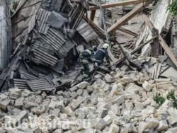 Они устали: во Львове рухнула стена жилого дома, на Тернопольщине обрушился мост