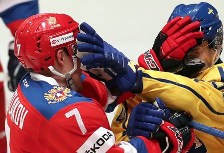 Сборная России по хоккею уступила шведам в матче Евротура