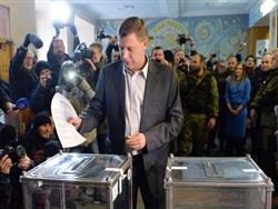 Убитого главу ДНР включили в реестр избирателей на Украине