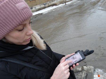 """Назвала """"матиз"""" ведром. В Екатеринбурге автоледи избила молодую мать с коляской"""