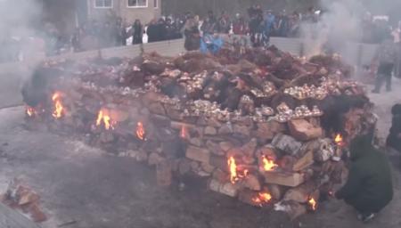 Сибирских шаманов оштрафовали за ритуальное сожжение верблюдов