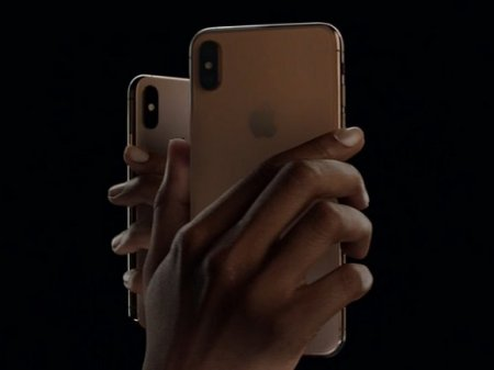 СМИ: Новый iPhone сможет заряжать беспроводные наушники и часы