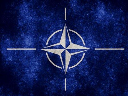 Генсек НАТО призвал улучшить отношения с Россией