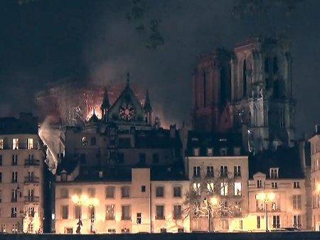 Реликвии собора Парижской Богоматери уцелели при пожаре