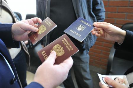 Российские паспорта с 2014 года получили 360 тысяч украинцев