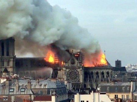 Пожарные рассказали, как тушили горящий Собор Парижской Богоматери