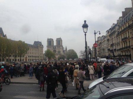 Во Франции рассказали, как было предотвращено обрушение Нотр-Дама (фото, видео)
