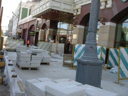В столице отремонтируют плитку после зимы