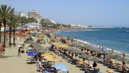 Российского туриста прогнали с нудистского пляжа в Испании