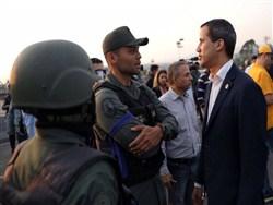 В Венесуэле часть военных перешла на сторону Гаудо — блокирована центральная авиабаза