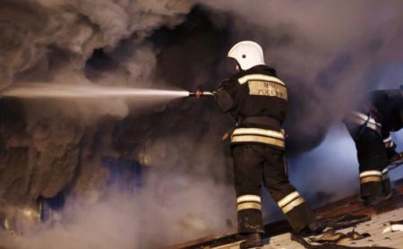 В Сочи горит жилой дом на площади 300 кв. метров