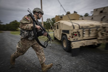 Бронетранспортёр перевернулся на учениях в США, один пехотинец погиб