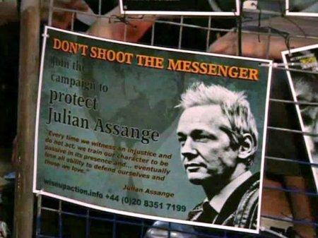 Эквадор передаст США личные вещи Ассанжа из посольства