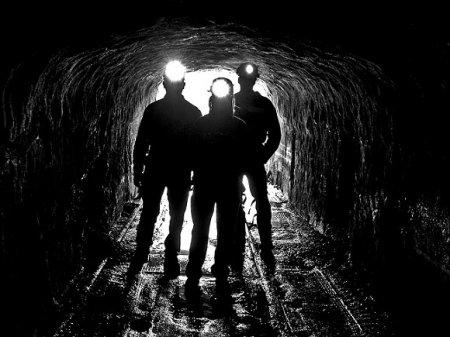 Около 100 горняков эвакуировали из-за ЧП на шахте в Коми
