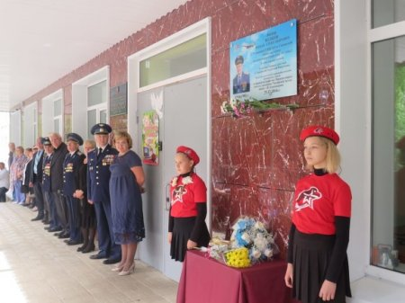 В Ленобласти открыли мемориальную доску в честь командира Ту-154, при крушении которого погибли артисты ансамбля им.Александрова и Доктор Лиза
