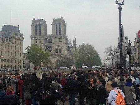 В соборе Парижской Богоматери прошла первая после пожара месса (фото)