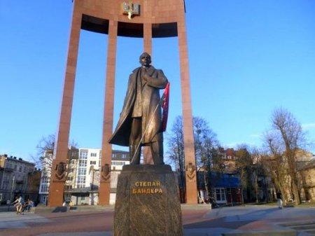 В Киеве отменили переименование проспекта в честь Бандеры, а в Харькове появился «проспект маршала Жукова»