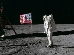 Российский историк привел доказательства высадки американцев наЛуну