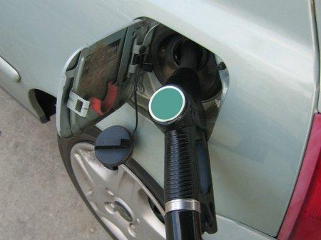 Рост цен на бензин в России замедлился до нуля