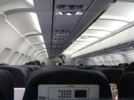 Бортпроводники спасли пассажирку рейса из Крыма в Петербург