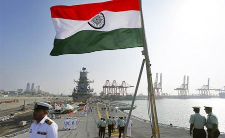 Индия быстро строит свой авианосец, а России и фрегаты уже не по силам
