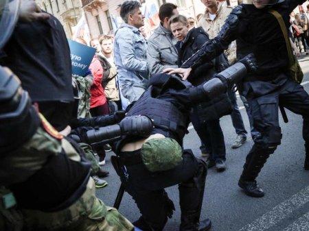 Полиция жестко разогнала участников акции у Мосгоризбиркома (фото, видео)