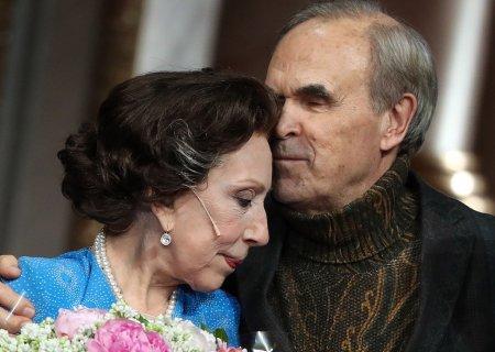 Муж Чуриковой рассказал, что актриса идёт на поправку