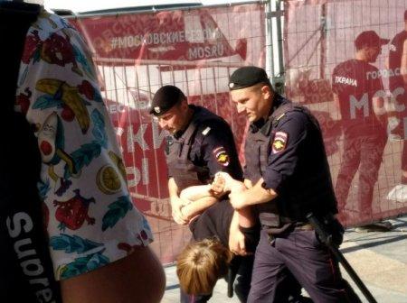Москвичка рассказала, как протестующие укрылись в церкви от ОМОНа с дубинками (фото)