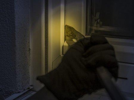 При ограблении предприятия в Кировске сломали позвоночник женщине-сторожу