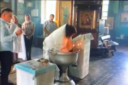 Священник РПЦ и профессор богословия — о грубом крещении младенца в Гатчине