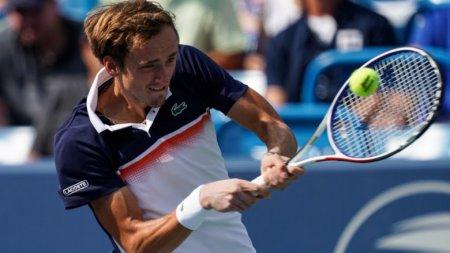 Теннисист Медведев впервые вкарьере выиграл престижный турнир