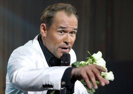Актёр Максим Аверин устроил пьяный дебош на борту самолёта