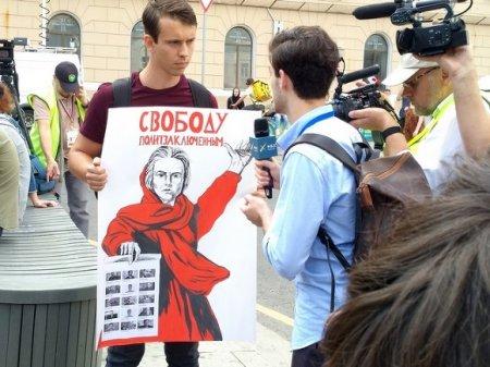 На митинг за свободу фигурантам «московского дела» пришел Навальный и еще 9 тыс. человек (фото)