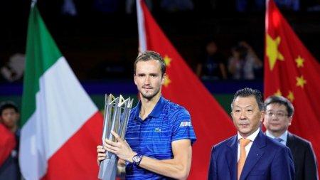Теннисист Медведев стал победителем турнира вШанхае