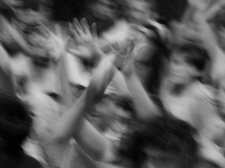 в Чили задержаны около 1,5 тысячи протестующих и введен комендантский час