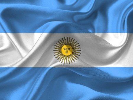 На выборах президента Аргентины лидирует оппозиционер Фернандес