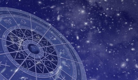 Психолог рассказала, почему тревожным людям лучше не читать гороскопы