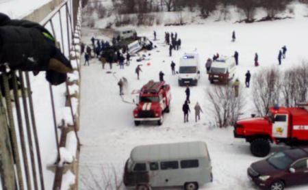 В Забайкальском крае автобус с пассажирами упал с моста