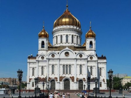Злоумышленник предупредил о бомбе в храме Христа Спасителя