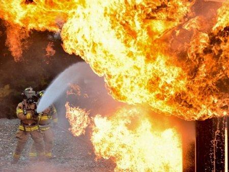 Мощный пожар вспыхнул в гостинице в Подмосковье, пропал один человек