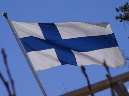 Жители Петербурга три часа стояли в пробках после возвращения из Финляндии (фото)