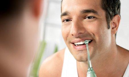 Врач-стоматолог рассказал как правильно пользоваться ирригатором