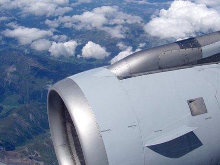 Самолет, летевший из Москвы на Сахалин, сел в Казани из-за сердечного приступа у пассажира