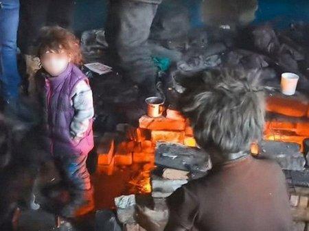 СК РФ возбудил дело из-за найденной в Чите бездомной многодетной семьи