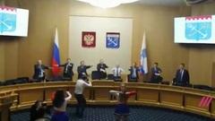 Олимпийский резерв: депутаты Ленинградской области провели зарядку с чирлидершами