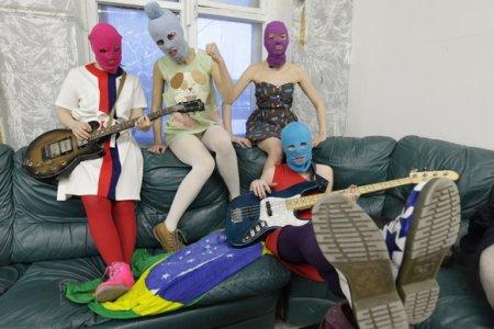 Pussy Riot не угодили полиции съемками клипа с участием ОМОНа на «Ленфильме» (фото)